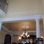 Гипсовые колонны в интерьере